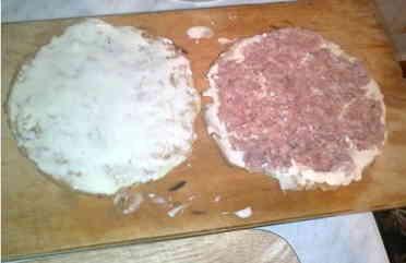 Вкусное блюдо Между двух зажатых