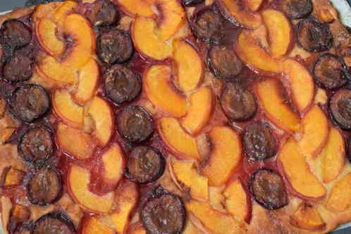 Вкусный пирог с персиками